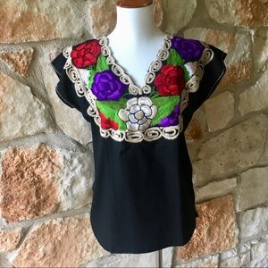 🇲🇽New! Floral embrpidered Mexican Top🇲🇽